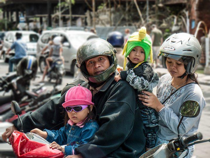 Famille en scooter
